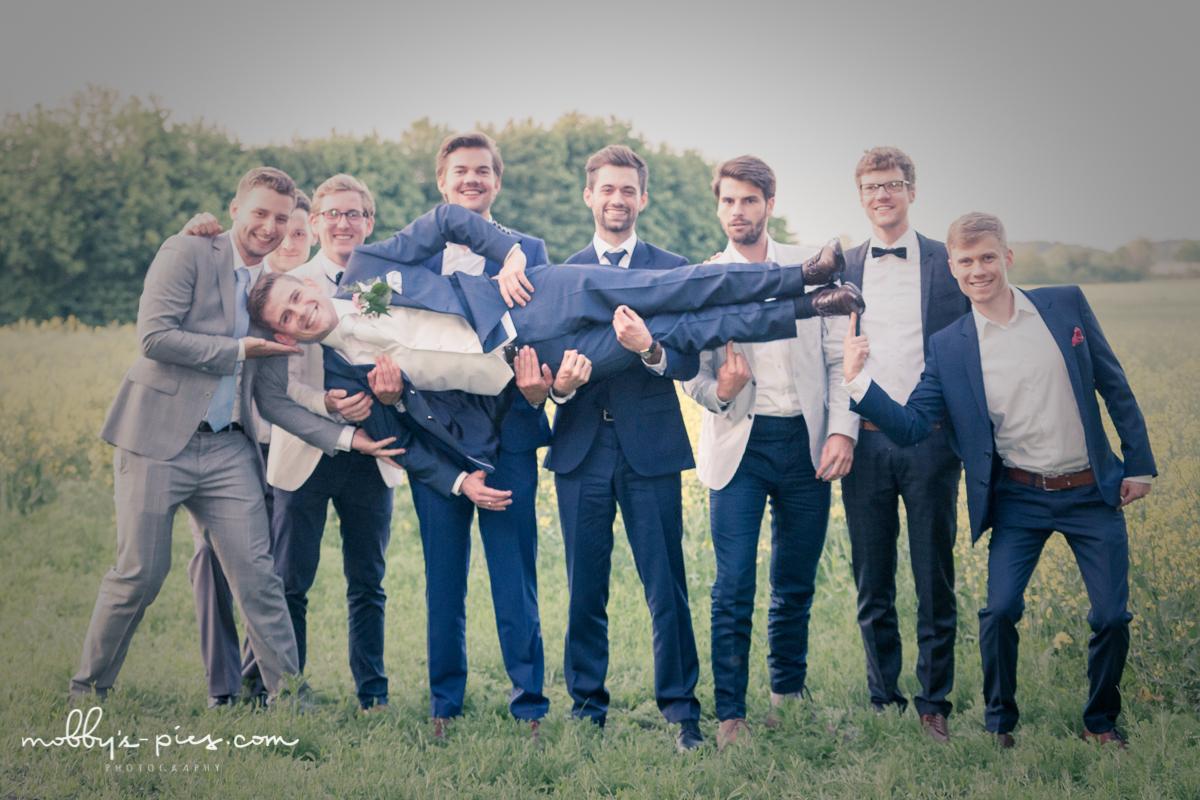 Bräutigam auf Händen