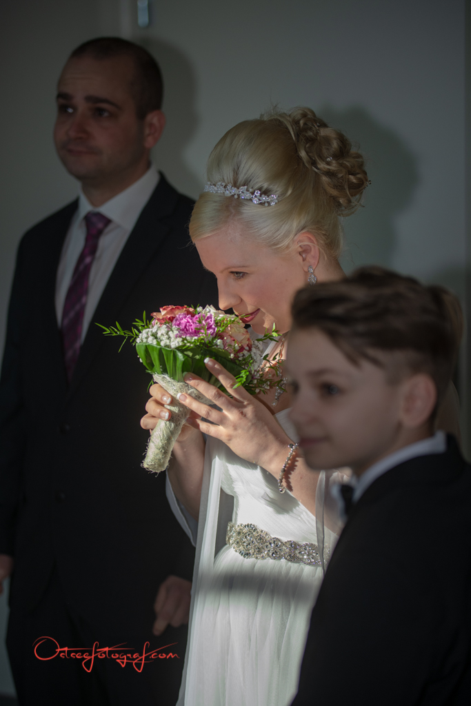 Braut im Standesamt